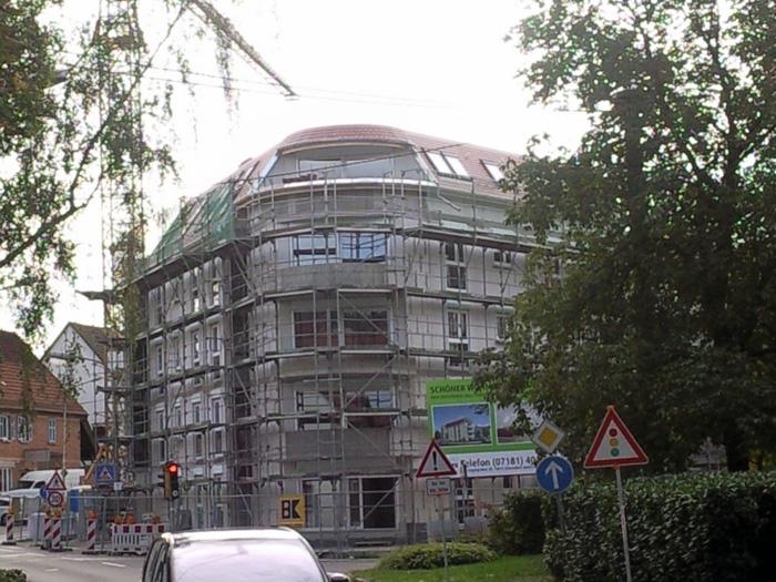 Mehrfamilienhaus mit runder Dachkonstruktion