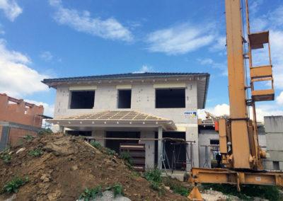 Neubau eines Einfamilienhaus mit abgewalmten Dächern